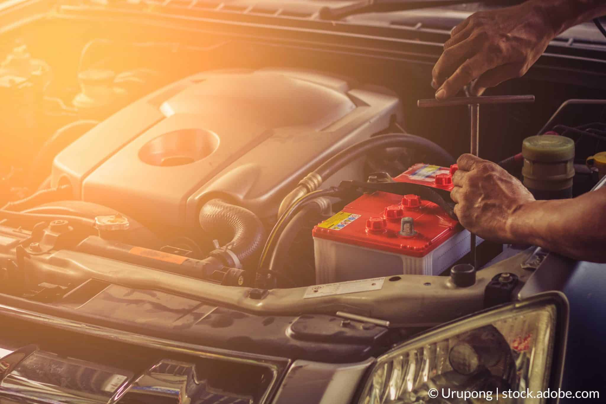 cum sa schimbi bateria masinii