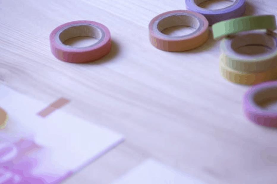 Niekoľko lepiacich pások Duct Tape