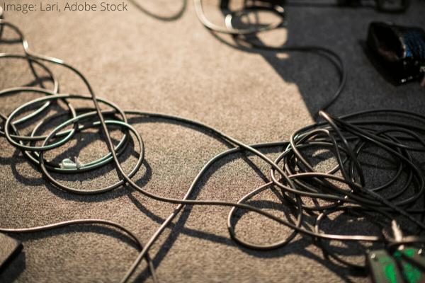 Ako vyčistiť špinavé napájacie káble