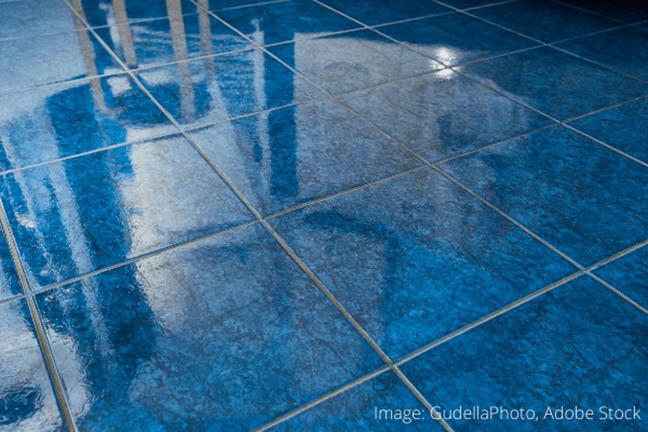 Ako odstrániť farbu z podlahových dlaždíc