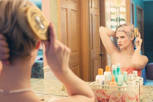 Enkla tips och tricks för att ta bort vattenfläckar från spegeln