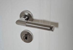 Hur du håller dina dörrhandtag rena