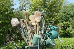En del förvaringsidéer för trädgårdsredskapen att prova innan årets slut