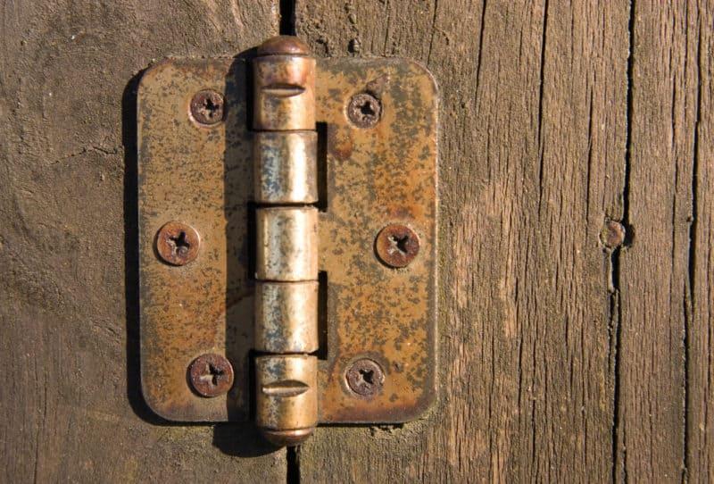 knarrande dörr