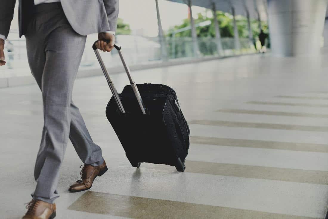 Sitter handtaget på din resväska fast?