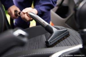Araba Döşemesini Temizleme