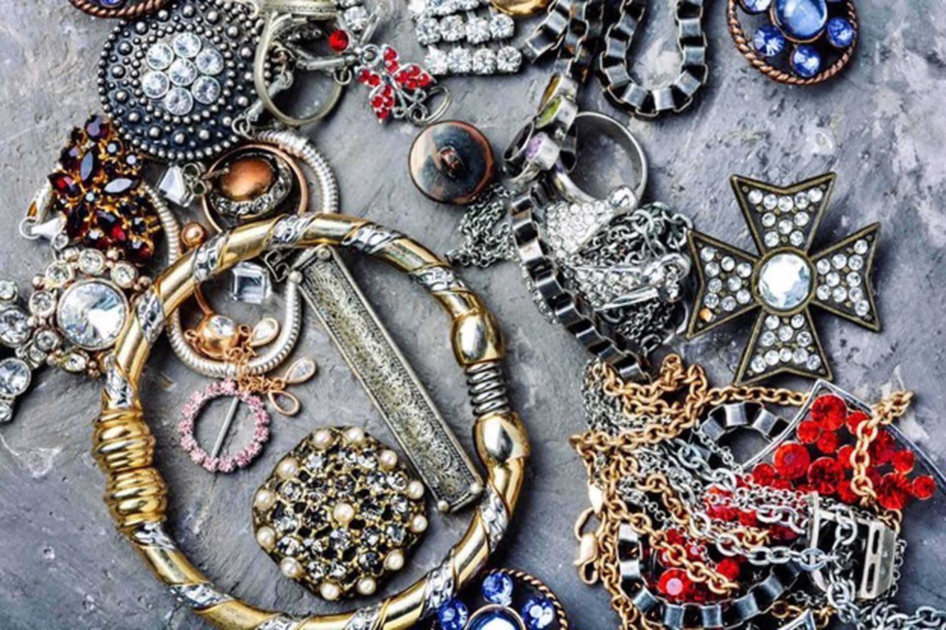 Mücevherler Nasıl Parlatılır ve Temizlenir?